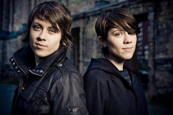 Tegan (r) and Sara (l).